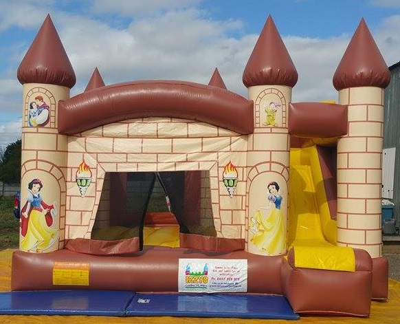 Snow white combo jumping castle hire Geelong